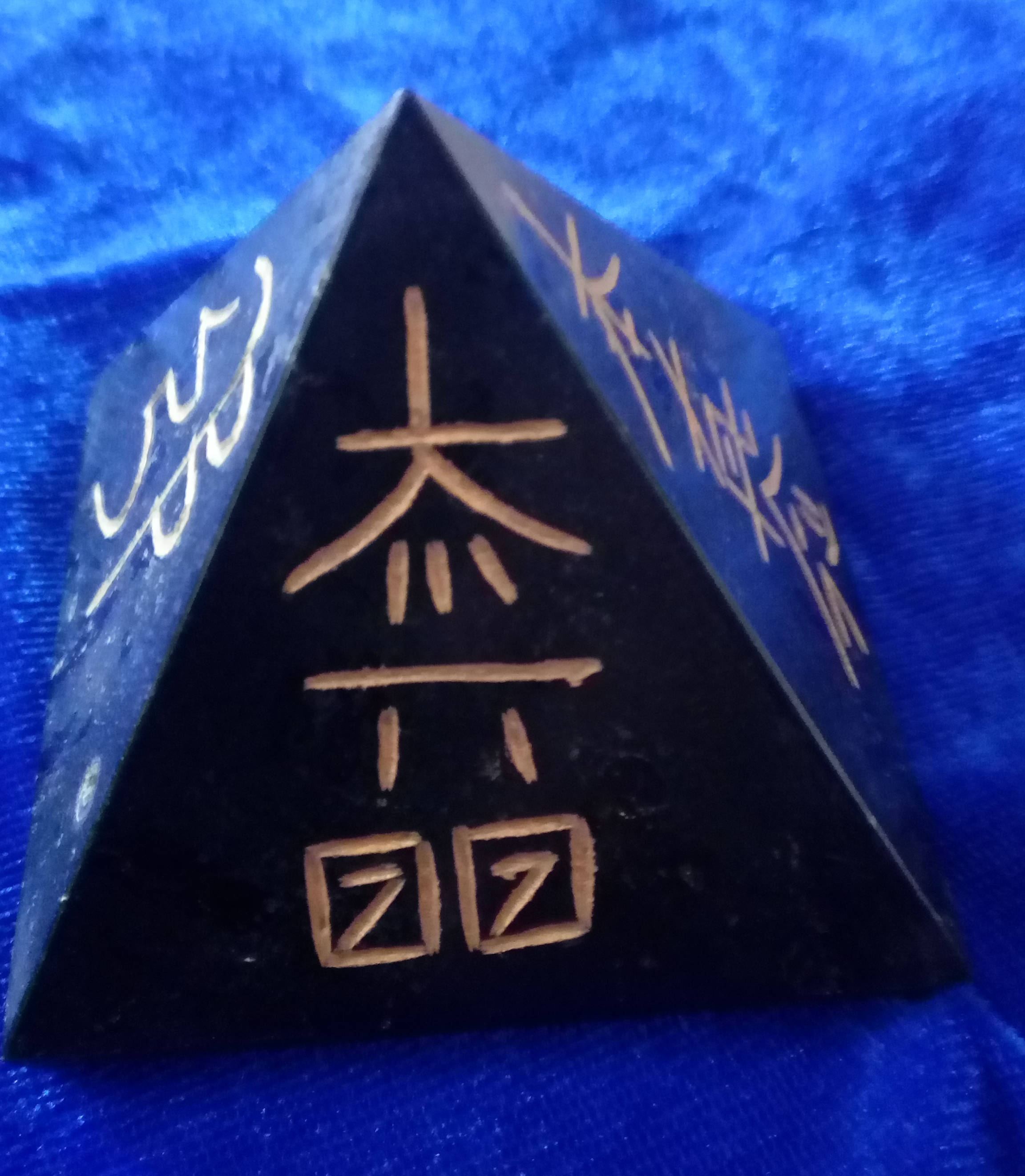#Black Tourmailine  Pyramid with reiki symbol  -60mm